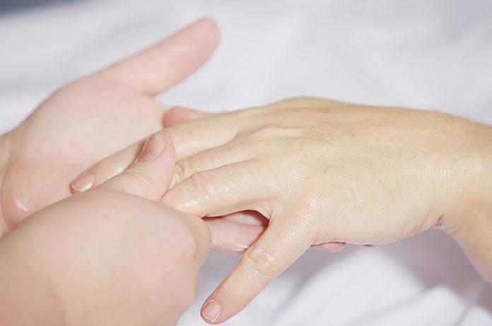 Zadbaj o swoje dłonie i stopy na lato