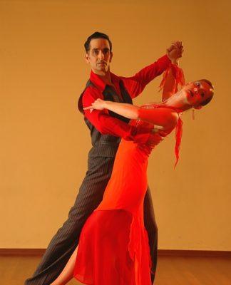 Jak tańczyć salsę kubańska? Wszystko, co warto wiedzieć o najpopularniejszym z tańców latino