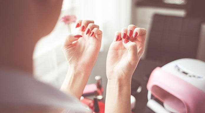 Jaką lampę wybrać do paznokci hybrydowych?
