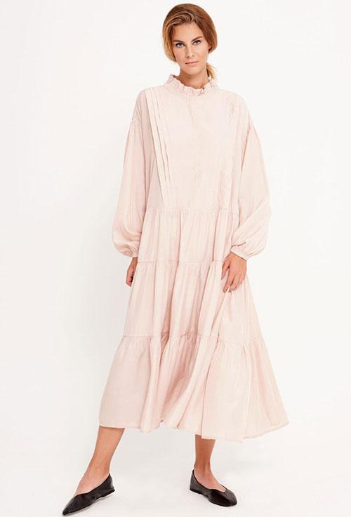 Sukienki i tuniki - najbardziej wyjątkowe i pożądane części kobiecej garderoby