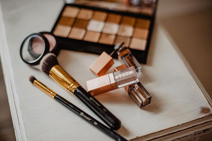 Jakie kosmetyki do makijażu zawsze warto mieć w domu